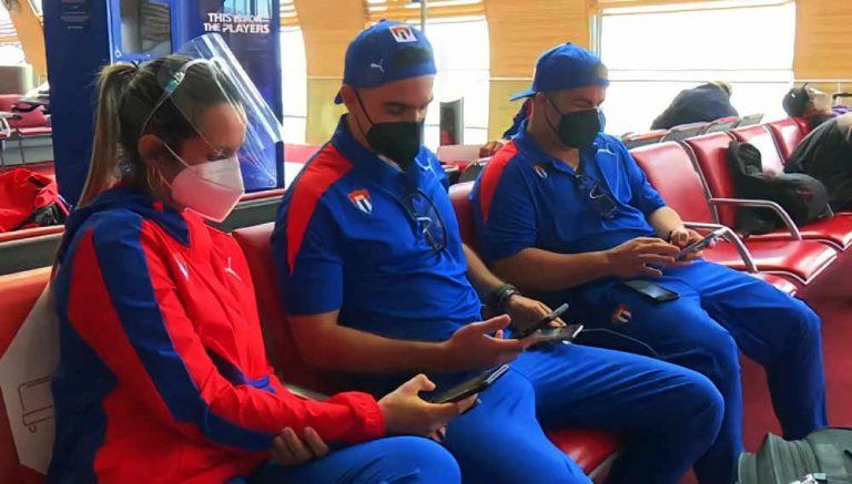 Atletas olímpicos cubanos reciben un Samsung Galaxy S21 de regalo