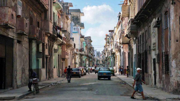 Cuba, azotada por la crisis, comienza la desescalada