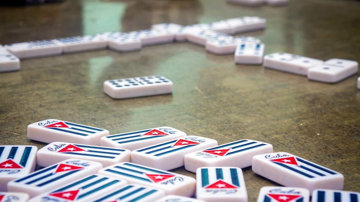 mesa domino cuba bandera