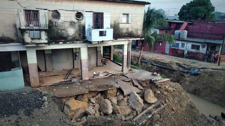 Recursos Hidráulicos asume responsabilidad por daños causados a un edificio en La Habana (+Fotos)