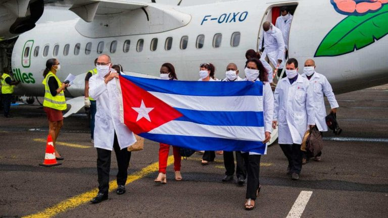 Político de la Polinesia Francesa pide médicos cubanos para enfrentar la pandemia
