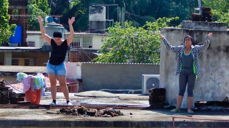 Tras el cierre de templos e iglesias, los cubanos realizan misas en las azoteas y calles (+Fotos)