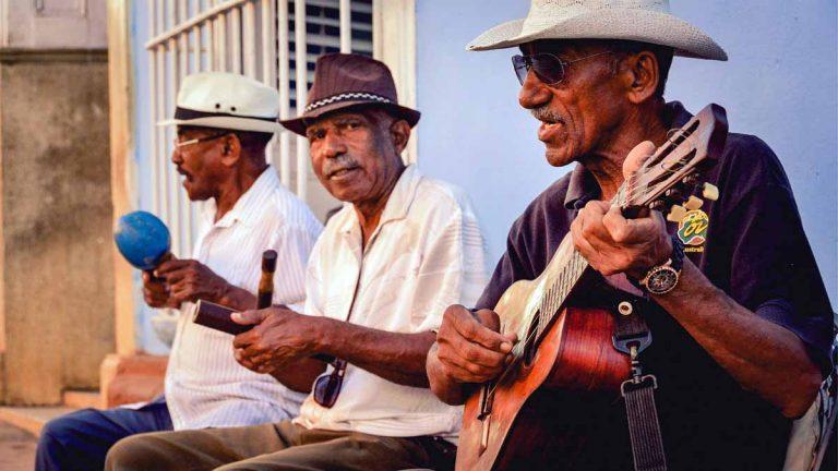 10 canciones cubanas que te harán viajar a Cuba (sin salir de casa)
